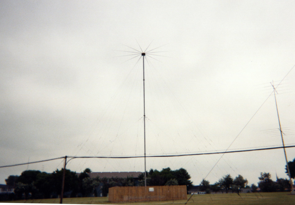 Broadband Collins Discone antenna, vertically polarized