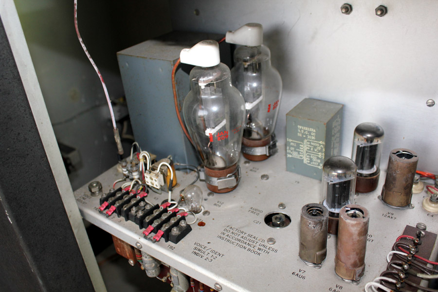 pair 809 in modulator of ndb transmitter
